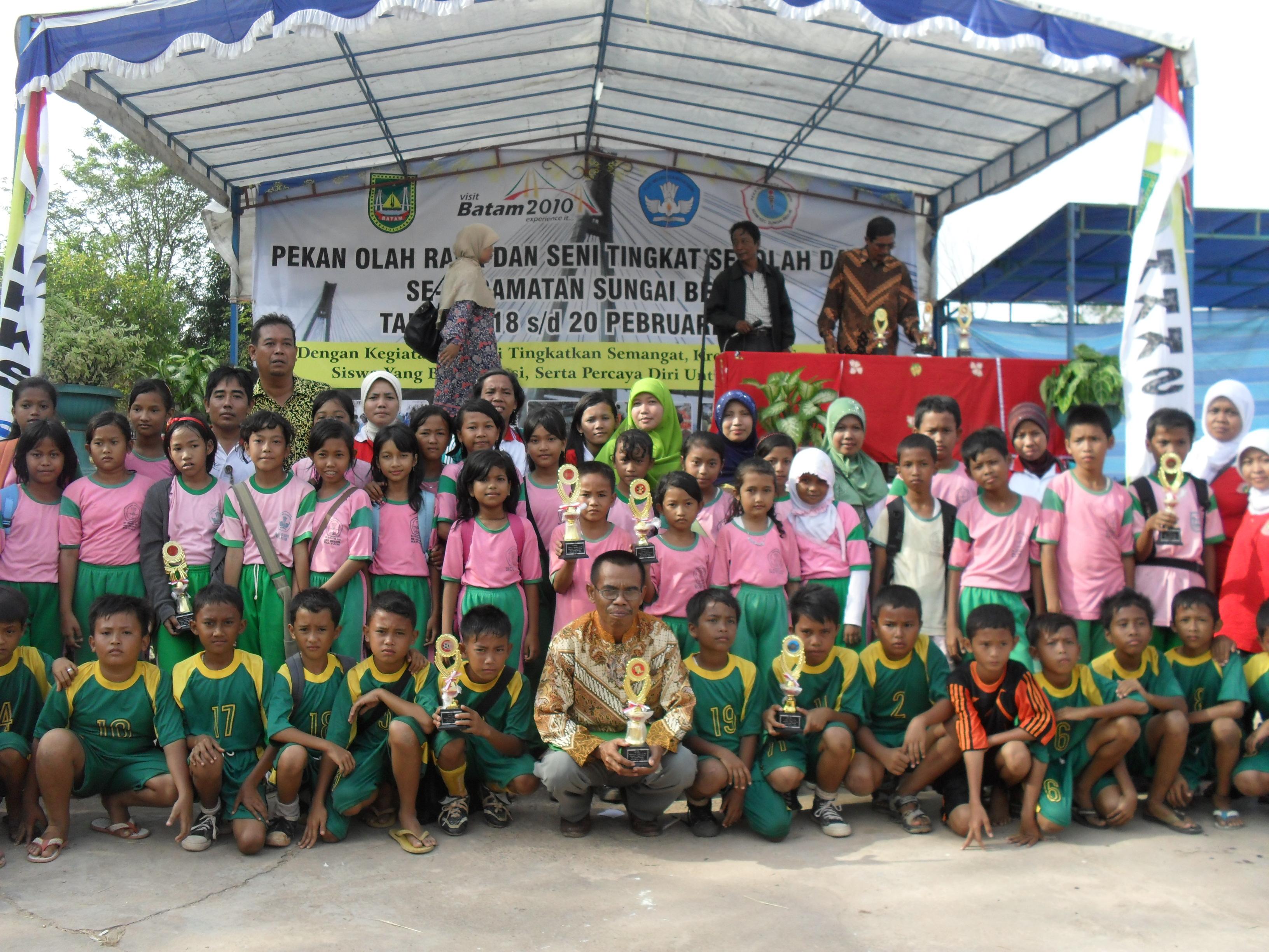Pemenang Lomba Porseni Tk Kecamatan Th 2009 2010 Kepsek Saiman Atm Amati Teliti Dan